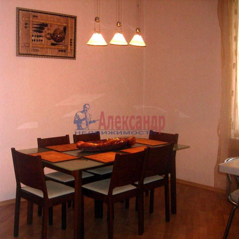 4-комнатная квартира (120м2) в аренду по адресу Суворовский пр.— фото 5 из 9