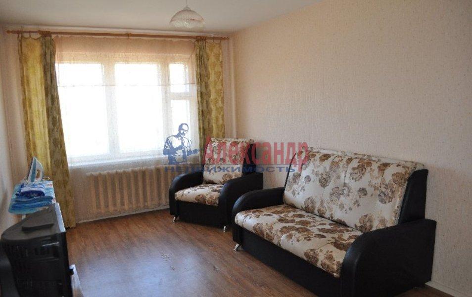 Комната в 2-комнатной квартире (42м2) в аренду по адресу Пражская ул., 2— фото 1 из 3