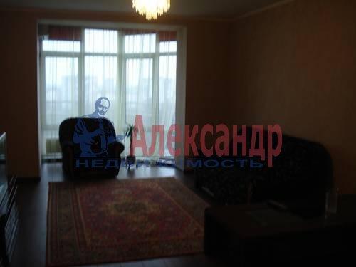 2-комнатная квартира (71м2) в аренду по адресу Есенина ул., 1— фото 2 из 10