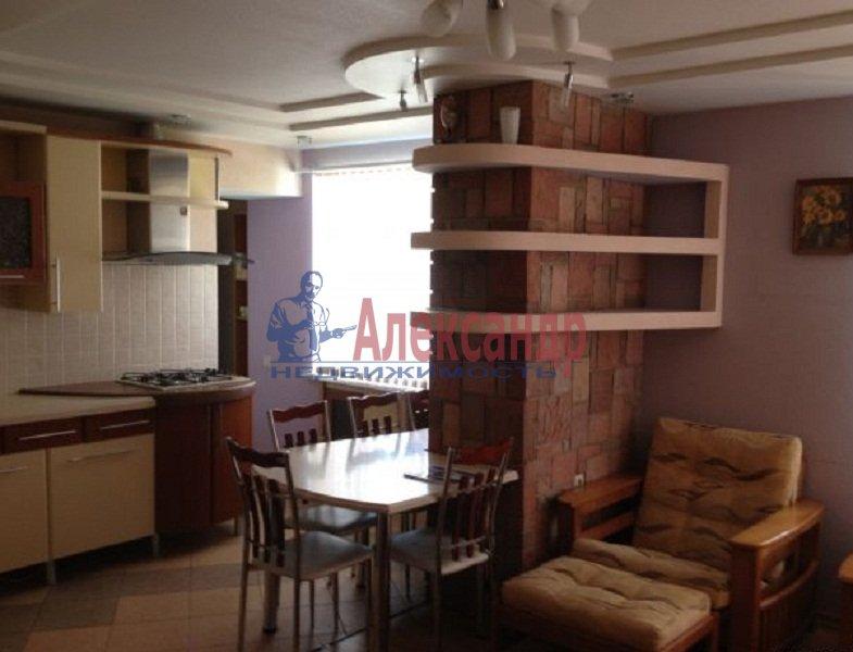 2-комнатная квартира (45м2) в аренду по адресу Художников пр., 33— фото 1 из 6