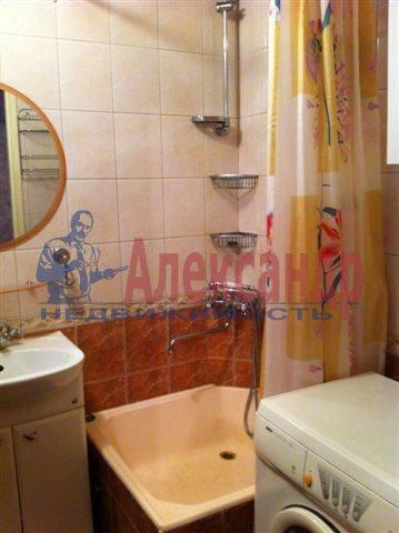 2-комнатная квартира (50м2) в аренду по адресу Передовиков ул., 11— фото 9 из 9