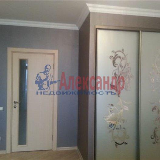 2-комнатная квартира (61м2) в аренду по адресу Белы Куна ул., 1— фото 2 из 6