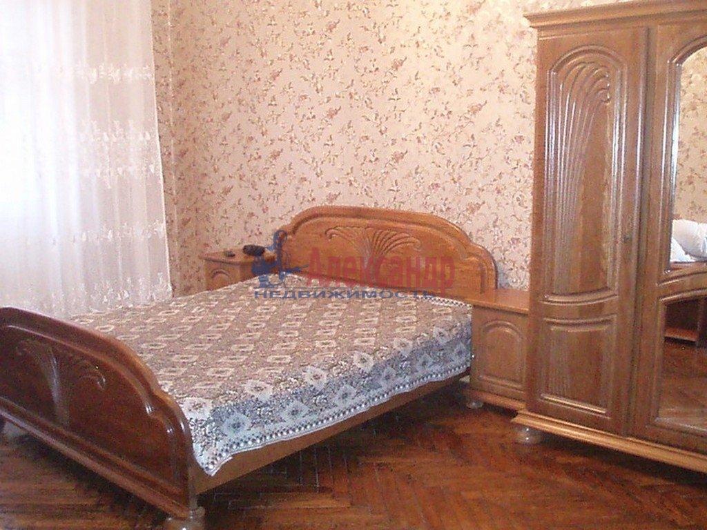 2-комнатная квартира (68м2) в аренду по адресу Малый В.О. пр., 12— фото 2 из 4