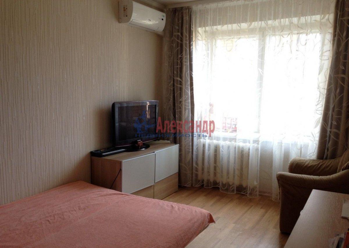 1-комнатная квартира (40м2) в аренду по адресу Парголово пос., Федора Абрамова ул., 15— фото 1 из 8