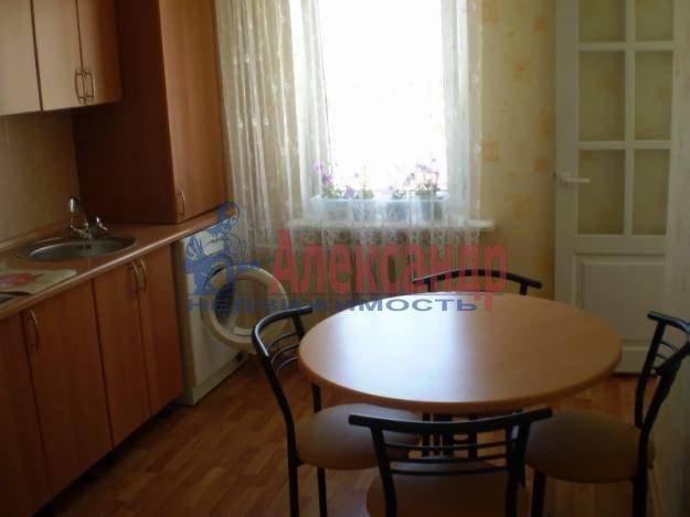 2-комнатная квартира (58м2) в аренду по адресу Коломяжский пр., 28— фото 2 из 4