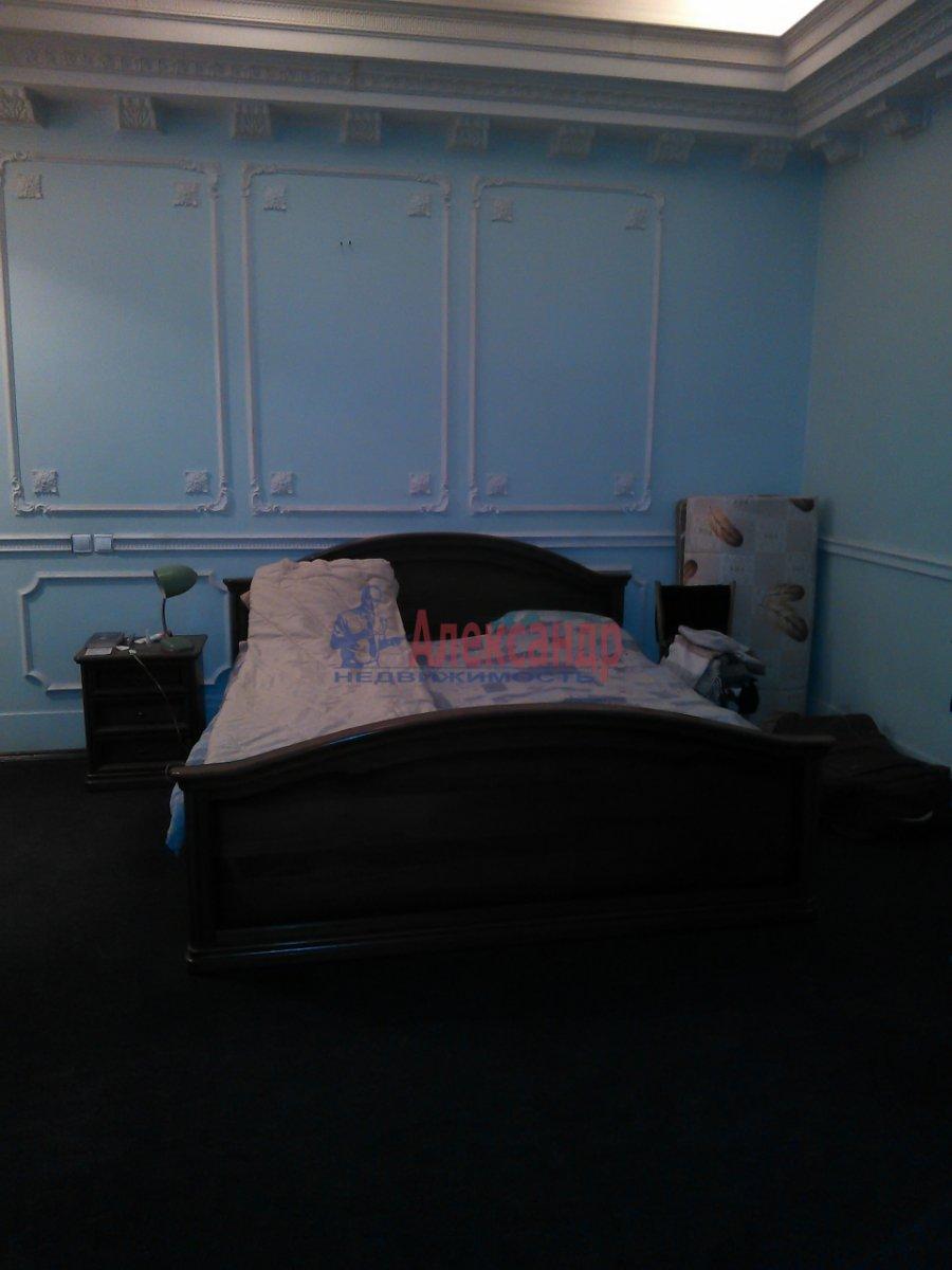 Комната в 2-комнатной квартире (87м2) в аренду по адресу Средний В.О. пр., 33— фото 2 из 8
