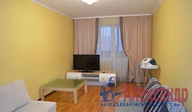 2-комнатная квартира (64м2) в аренду по адресу Байконурская ул., 24— фото 2 из 4