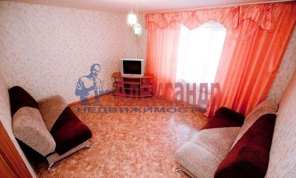 3-комнатная квартира (99м2) в аренду по адресу Пулковская ул., 10— фото 2 из 5