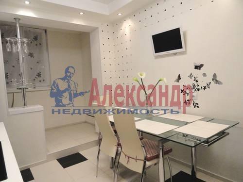 2-комнатная квартира (69м2) в аренду по адресу Коломяжский пр., 28— фото 3 из 9