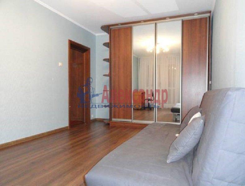 2-комнатная квартира (50м2) в аренду по адресу Ленсовета ул., 28— фото 1 из 5