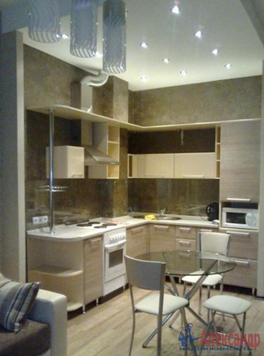 1-комнатная квартира (43м2) в аренду по адресу Пулковская ул., 10— фото 2 из 3
