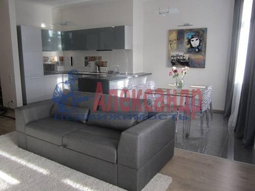 2-комнатная квартира (80м2) в аренду по адресу Исполкомская ул., 12— фото 1 из 13