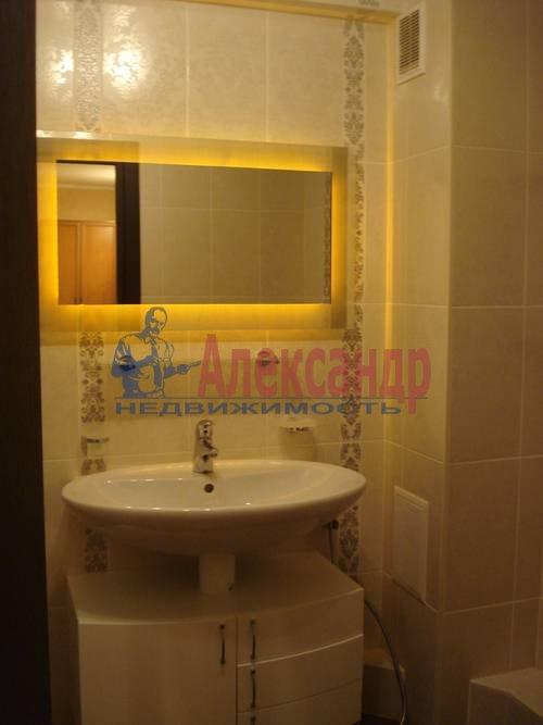 2-комнатная квартира (71м2) в аренду по адресу Есенина ул., 1— фото 1 из 10