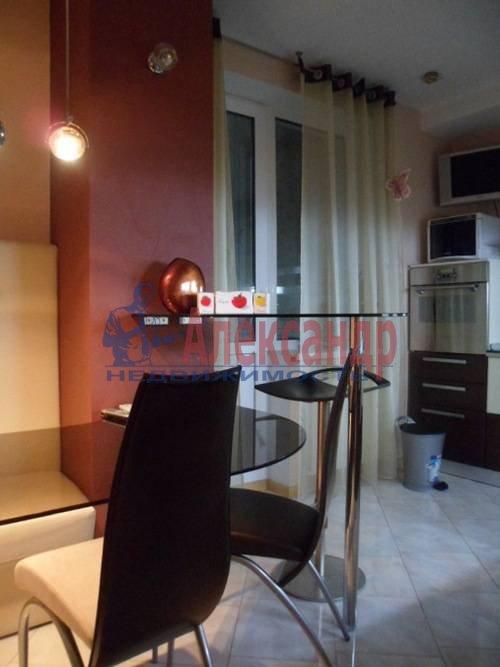 2-комнатная квартира (57м2) в аренду по адресу Космонавтов просп., 61— фото 1 из 8