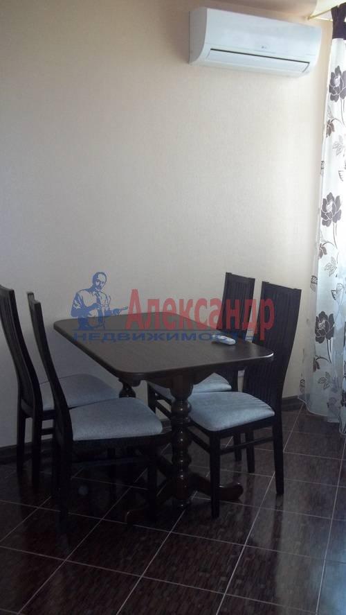 2-комнатная квартира (65м2) в аренду по адресу Савушкина ул., 115— фото 2 из 7