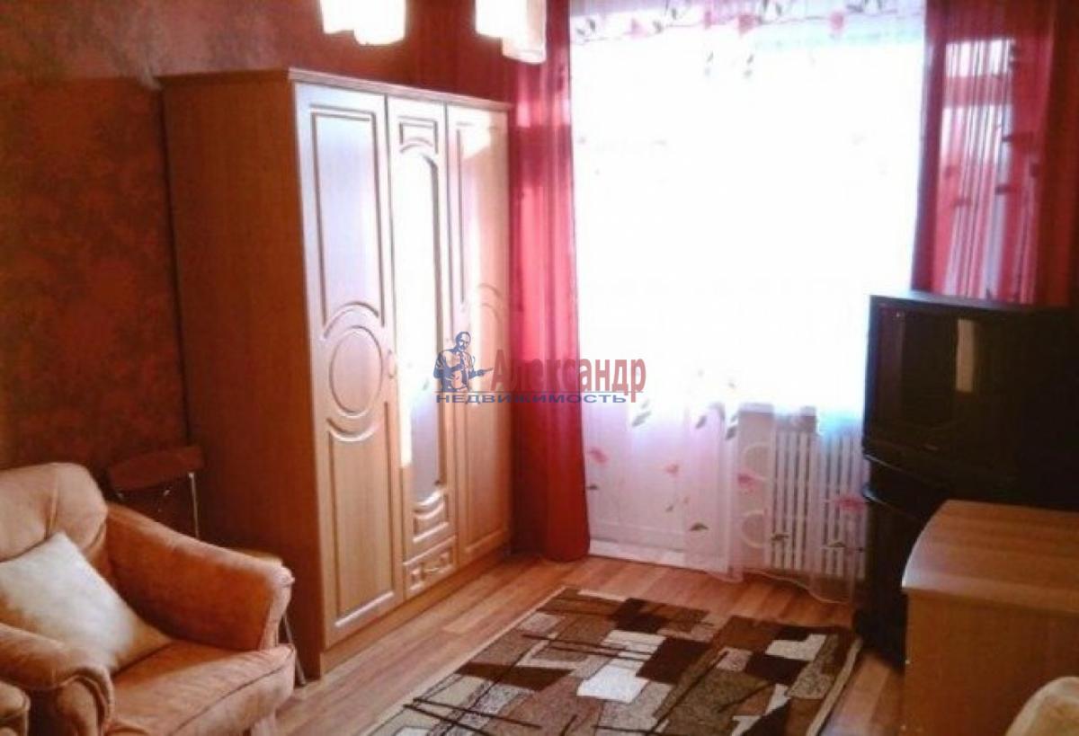 Комната в 2-комнатной квартире (43м2) в аренду по адресу Славы пр., 27— фото 1 из 4