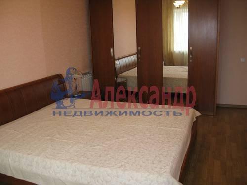 2-комнатная квартира (68м2) в аренду по адресу Галстяна ул., 1— фото 3 из 8