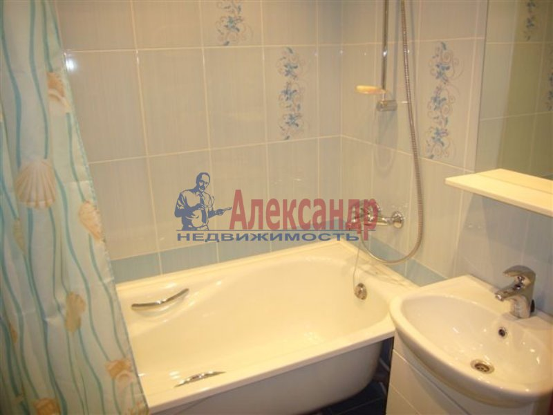 1-комнатная квартира (35м2) в аренду по адресу Московский просп., 73— фото 2 из 2