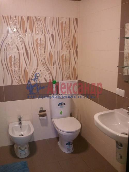 2-комнатная квартира (98м2) в аренду по адресу Обуховской Обороны пр., 138— фото 4 из 9