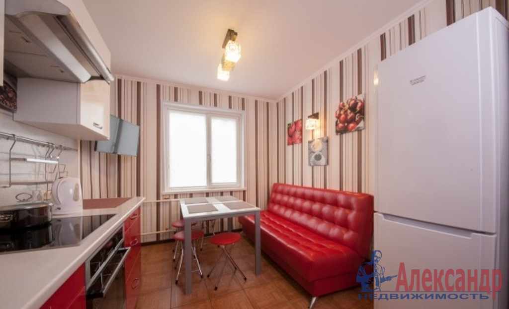 1-комнатная квартира (44м2) в аренду по адресу Бухарестская ул., 80— фото 2 из 3