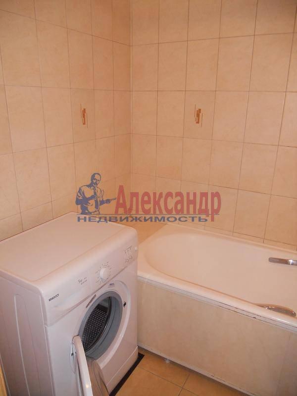 1-комнатная квартира (50м2) в аренду по адресу Невский пр., 77— фото 2 из 3