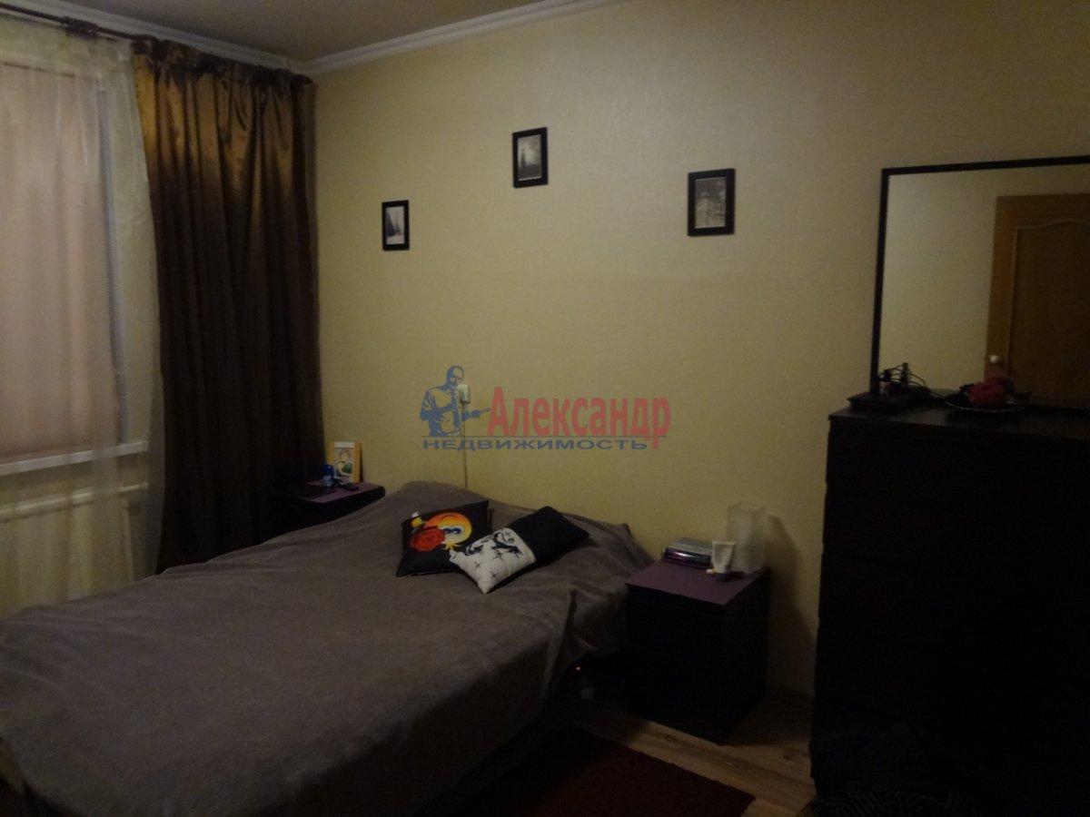 1-комнатная квартира (39м2) в аренду по адресу Оптиков ул., 38— фото 2 из 3