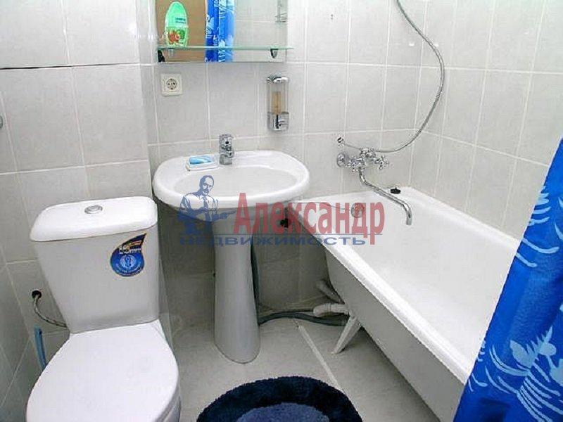 1-комнатная квартира (36м2) в аренду по адресу Светлановский просп., 63— фото 2 из 3