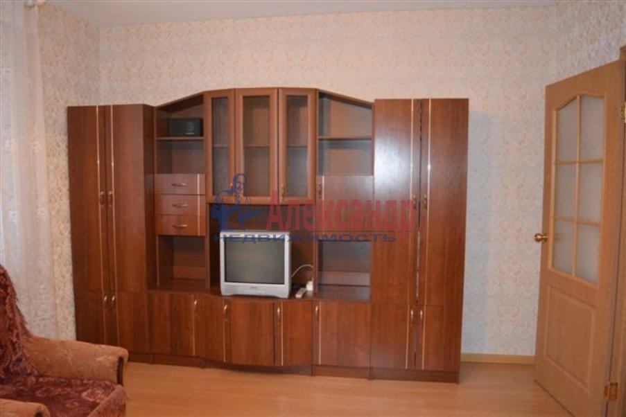 1-комнатная квартира (40м2) в аренду по адресу Бутлерова ул., 40— фото 1 из 3