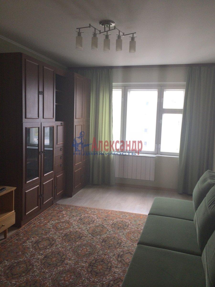 1-комнатная квартира (39м2) в аренду по адресу Карпинского ул., 33— фото 1 из 7