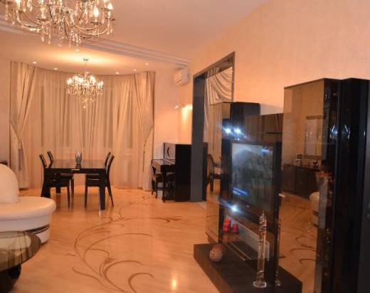 3-комнатная квартира (111м2) в аренду по адресу Достоевского ул., 34— фото 1 из 3