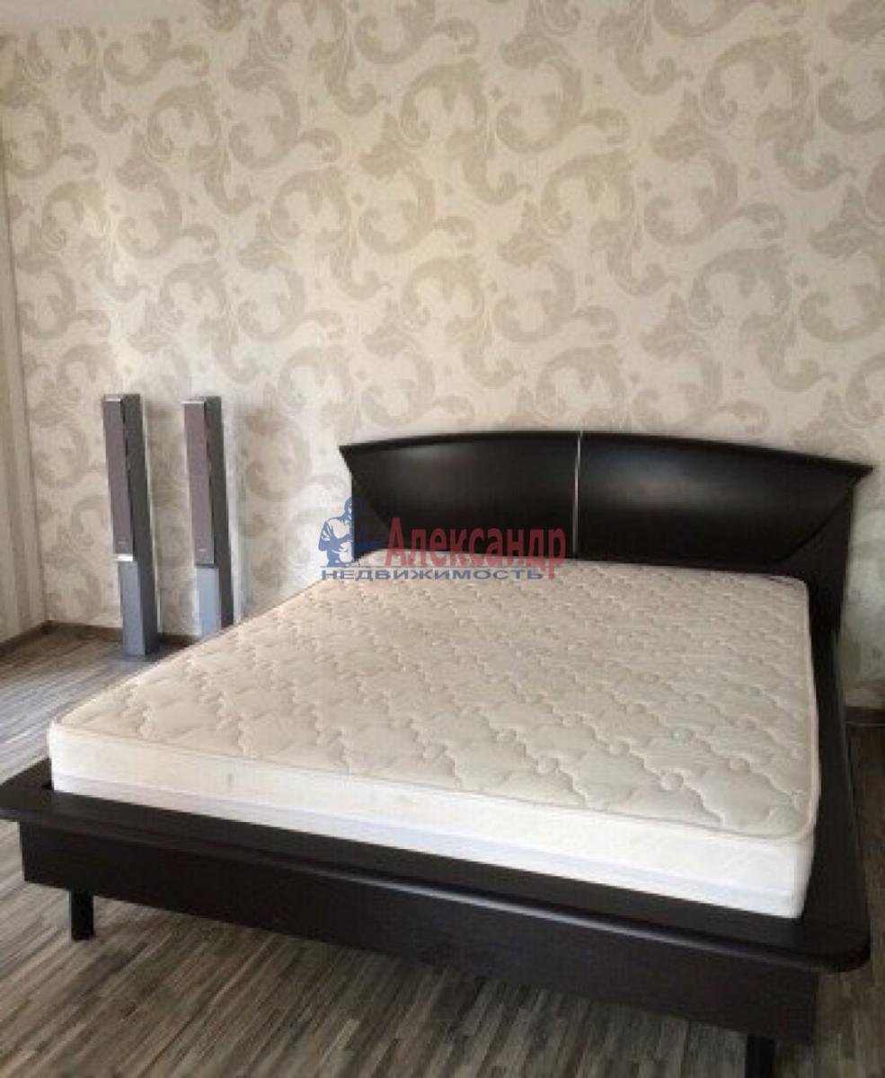 2-комнатная квартира (64м2) в аренду по адресу Купчинская ул., 13— фото 2 из 5