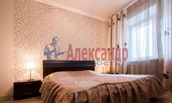 1-комнатная квартира (45м2) в аренду по адресу Брянцева ул., 15— фото 1 из 4