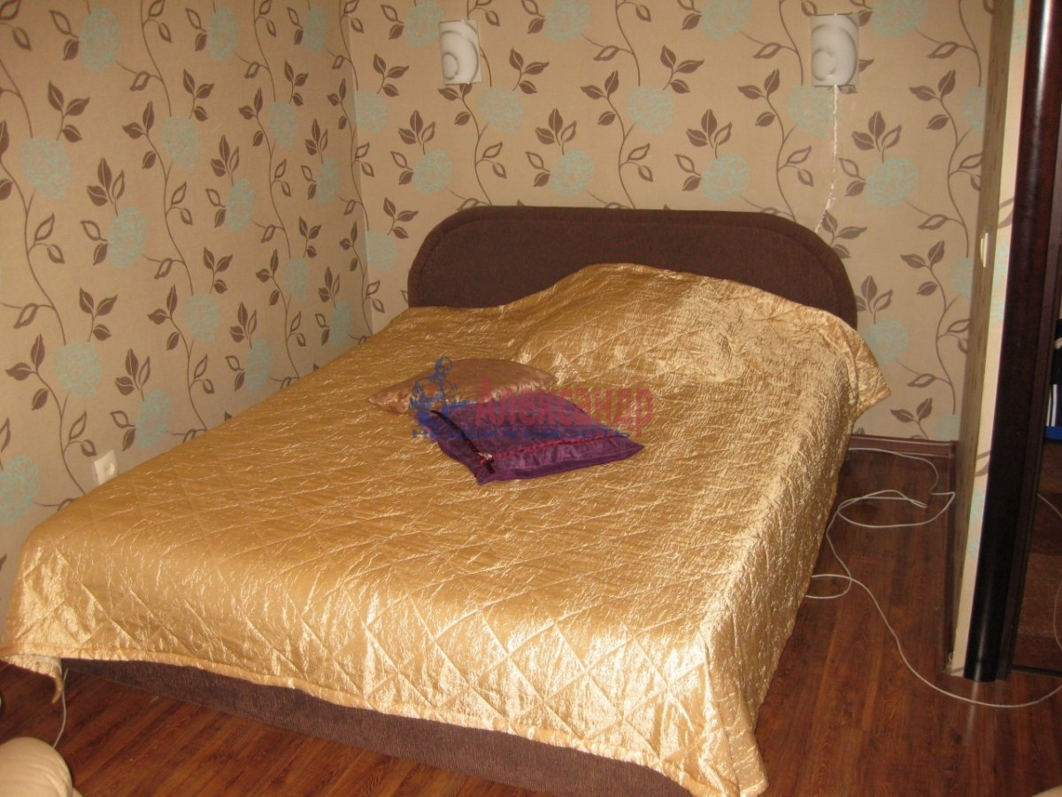 1-комнатная квартира (40м2) в аренду по адресу Орджоникидзе ул., 58— фото 1 из 3