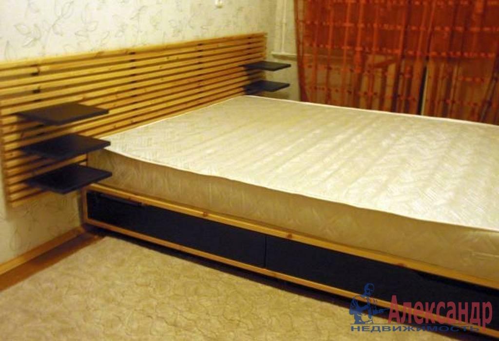 2-комнатная квартира (65м2) в аренду по адресу Чернышевского пл., 8— фото 2 из 4