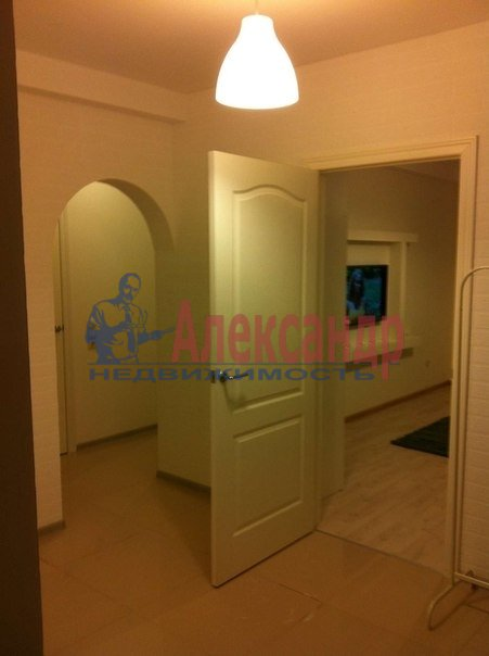 2-комнатная квартира (68м2) в аренду по адресу Ново-Александровская ул., 14— фото 1 из 8