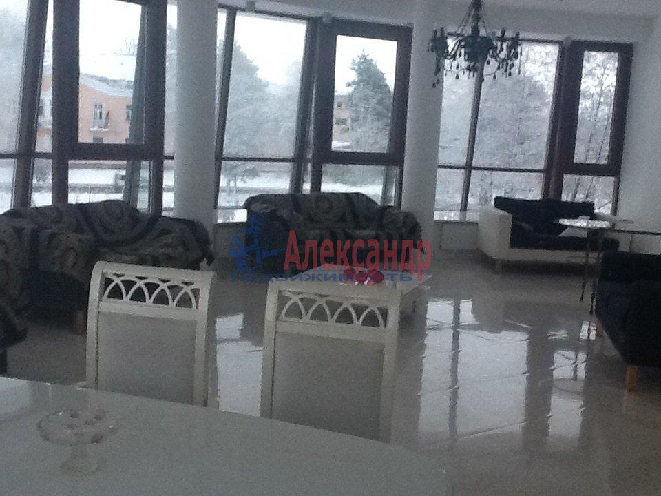 1-комнатная квартира (65м2) в аренду по адресу Сестрорецк г., 1 Мая ул., 3— фото 2 из 5