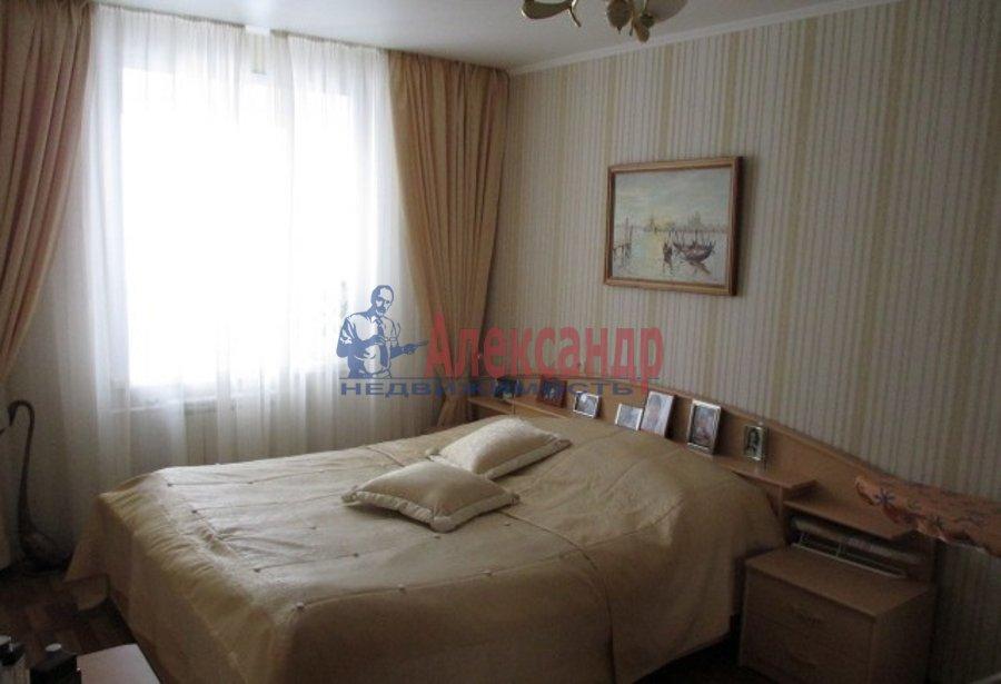 2-комнатная квартира (79м2) в аренду по адресу Петровский пр., 14— фото 3 из 6