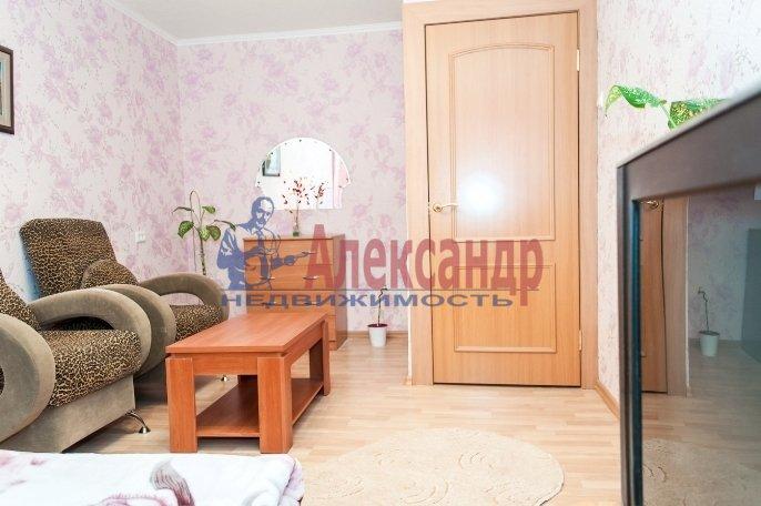 1-комнатная квартира (31м2) в аренду по адресу Большевиков пр., 9— фото 1 из 3