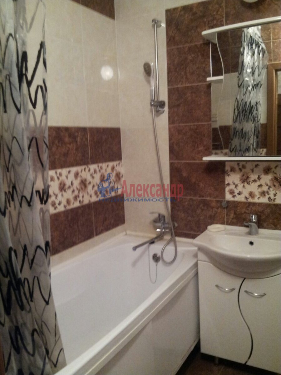 2-комнатная квартира (46м2) в аренду по адресу Шелгунова ул., 7— фото 8 из 16