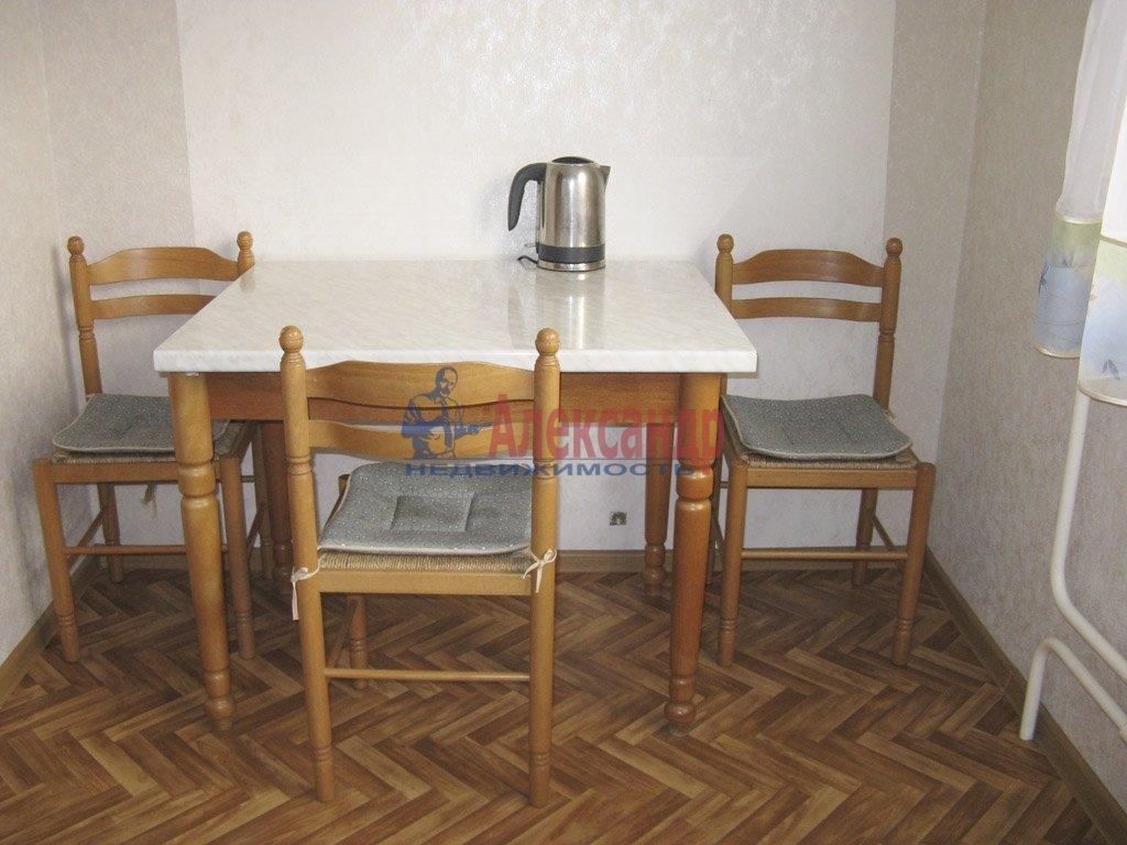1-комнатная квартира (39м2) в аренду по адресу Заневский пр., 28— фото 2 из 9