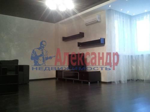 2-комнатная квартира (98м2) в аренду по адресу Обуховской Обороны пр., 138— фото 2 из 9