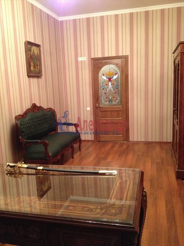 3-комнатная квартира (114м2) в аренду по адресу Чехова ул., 11/13— фото 2 из 9