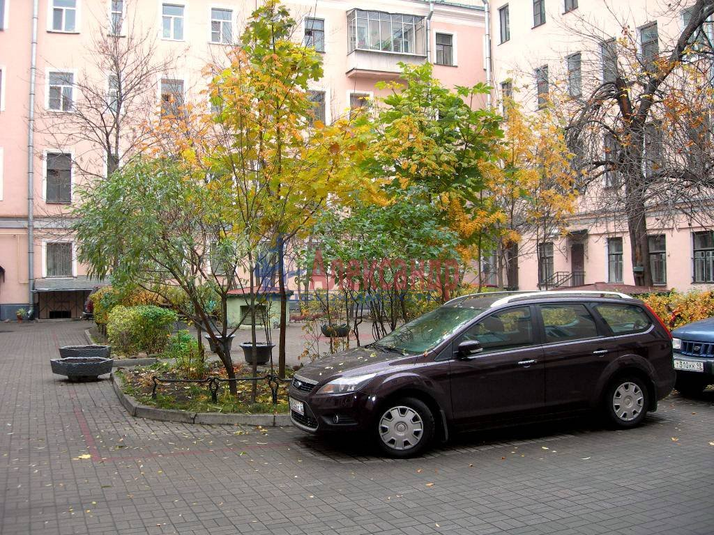 2-комнатная квартира (80м2) в аренду по адресу Невский пр., 158— фото 9 из 11