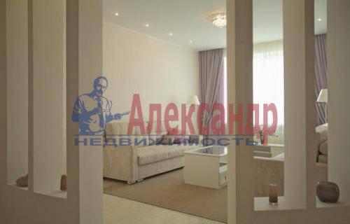 2-комнатная квартира (71м2) в аренду по адресу Полтавский пр-зд., 2— фото 2 из 9