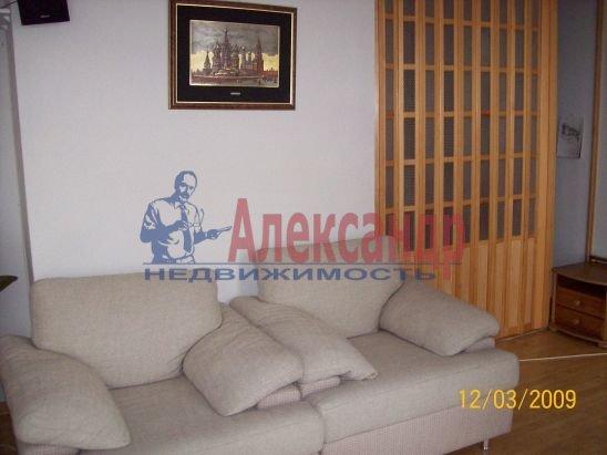 2-комнатная квартира (50м2) в аренду по адресу Петровская наб., 4— фото 3 из 13