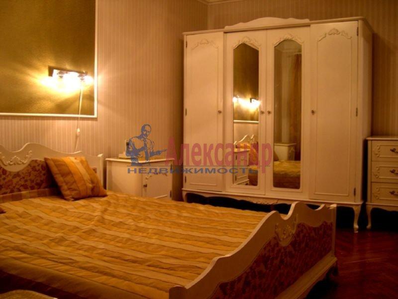 2-комнатная квартира (65м2) в аренду по адресу Ижорская ул., 5— фото 1 из 3
