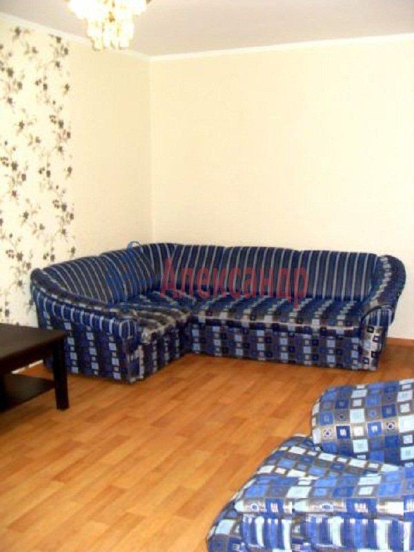 2-комнатная квартира (58м2) в аренду по адресу Яхтенная ул., 7— фото 1 из 6
