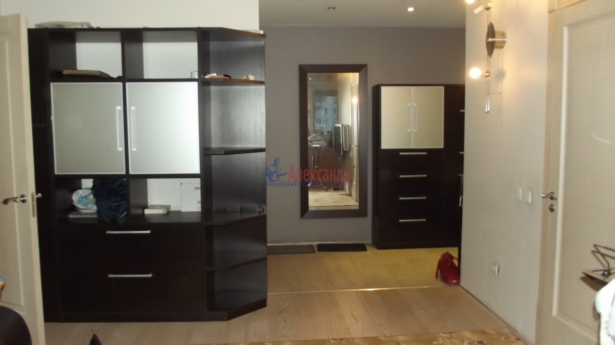 1-комнатная квартира (35м2) в аренду по адресу Народная ул., 5— фото 1 из 3