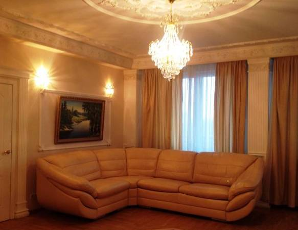 2-комнатная квартира (90м2) в аренду по адресу Социалистическая ул., 11— фото 1 из 3