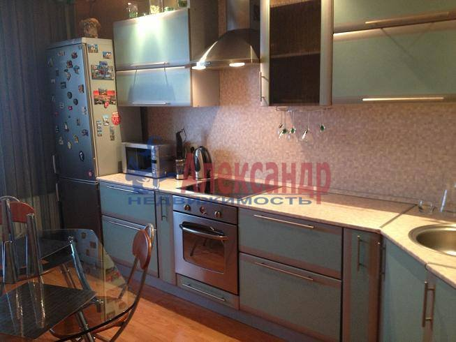 2-комнатная квартира (59м2) в аренду по адресу Антонова-Овсеенко ул., 18— фото 1 из 10